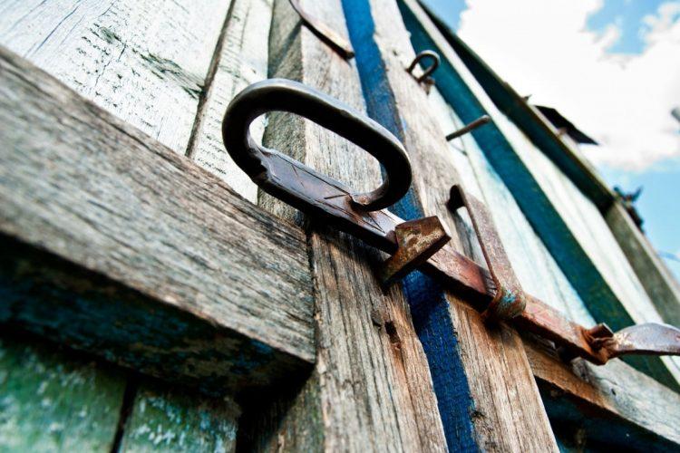 צביעת משקוף ודלת טיפים