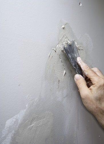 איטום סדקים בקירות