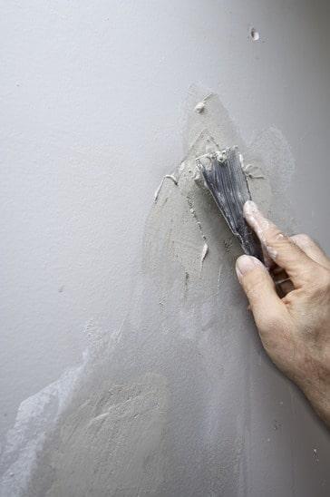 צללים אלום פרימוסט איטום וצבע של סדקים בקיר 584x346